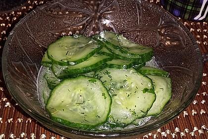 Gurkensalat mit Essig und Öl 37