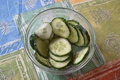 Gurkensalat mit Essig und Öl 73