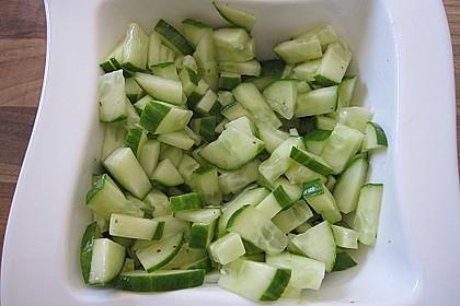 Gurkensalat mit Essig und Öl 63