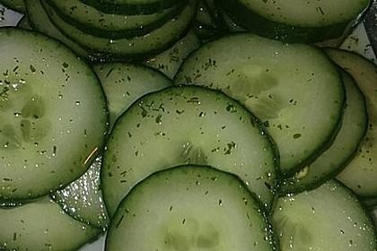 Gurkensalat mit Essig und Öl 36