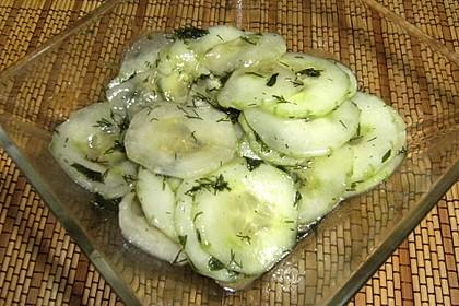 Gurkensalat mit Essig und Öl 33