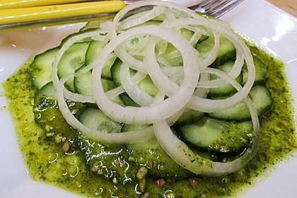 Gurkensalat mit Essig und Öl 52