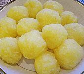 Kartoffelknödel aus gekochten Kartoffeln (Bild)