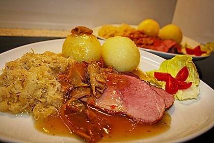 Pökelbraten mit Sauerkraut und Thüringer Klößen