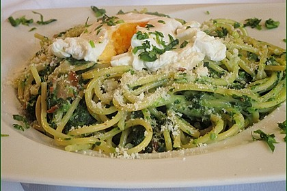 Spaghetti-Spinat-Carbonara mit pochiertem Ei 2
