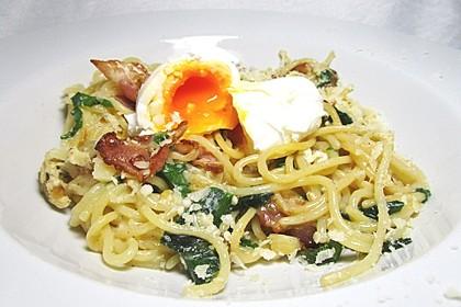 Spaghetti-Spinat-Carbonara mit pochiertem Ei 6
