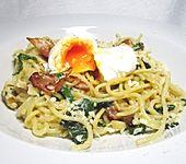 Spaghetti-Spinat-Carbonara mit pochiertem Ei