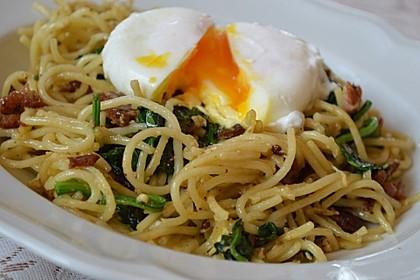 Spaghetti-Spinat-Carbonara mit pochiertem Ei 7