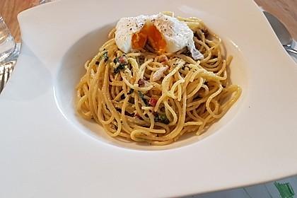 Spaghetti-Spinat-Carbonara mit pochiertem Ei 8
