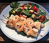 Spinat-Salat mit Surf und Turf Spießen