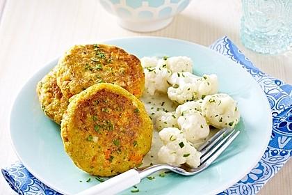 Gemüse-Bratling mit Blumenkohl und Petersilienkartoffeln