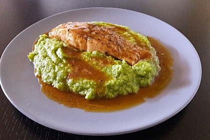 Lachs in Curry-Kokos-Soße mit Brokkolipüree 4