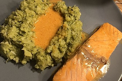 Lachs in Curry-Kokos-Soße mit Brokkolipüree 15
