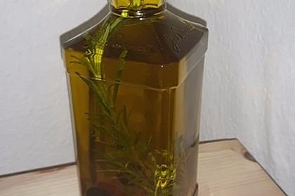 Kräuter-Olivenöl mit Oliven