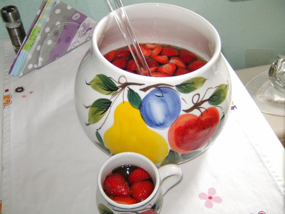 alkoholfreie bowle mit erdbeeren rezept mit bild. Black Bedroom Furniture Sets. Home Design Ideas