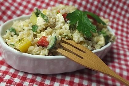 Couscous-Salat mit einer frischen Zitronen-Joghurt-Sauce