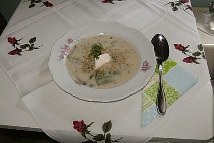 Kohlrabicremesuppe mit Zuckerschoten und Sesam 1