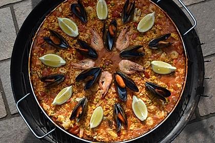 Paella mit Meeresfrüchten, Fisch und Geflügel nach Schnabulierer