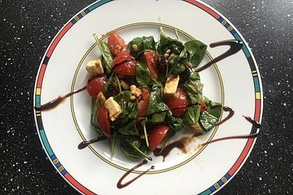 Rucolasalat mit Feta, Cranberries und Walnüssen