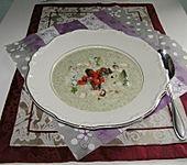 Brokkoli-Rahmsüpple mit Paprika-Petersilien-Garnitur (Bild)