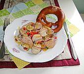 Bayrischer Wurstsalat mit Weißwurst (Bild)
