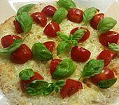 Low-carb Kelpspaghetti-Pizza mit Tomate und Mozzarella