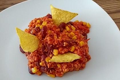 Chili sin Carne mit Avocado-Joghurt und Tortillachips zum Dippen