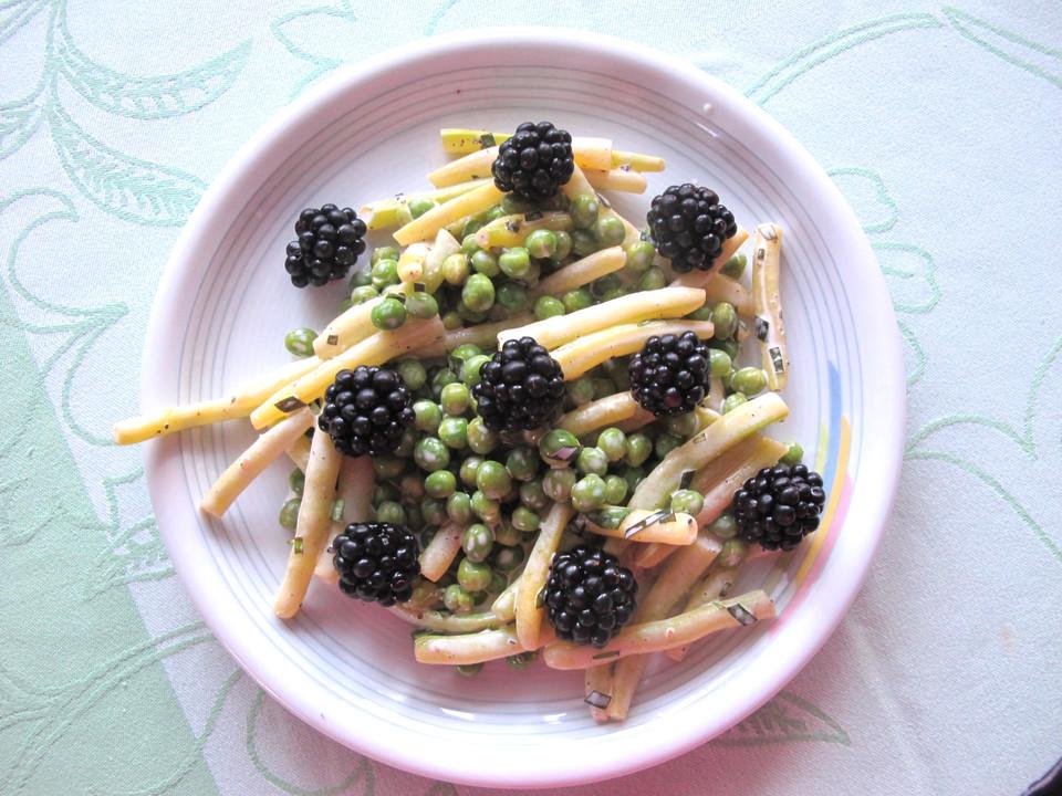 bohnen erbsen salat mit estragonmayonnaise und brombeeren von monika. Black Bedroom Furniture Sets. Home Design Ideas