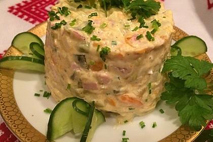 Olivjé - Kartoffelsalat mit Fleischwurst und Gemüse