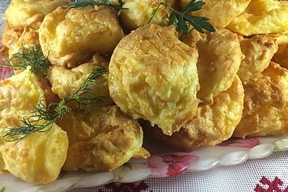 Schnelle Käsebrötchen aus fluffigem Brandteig