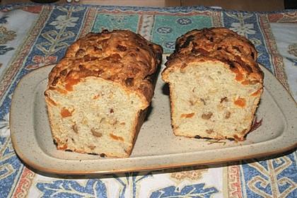 Schweizer Aprikosen-Nuss-Brot