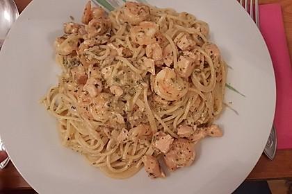 Spaghetti mit Lachs-Garnelen-Sahne-Sauce