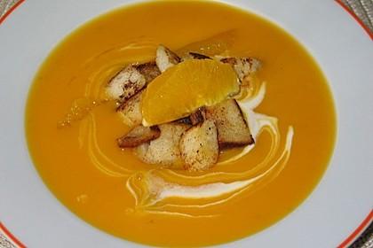 Kürbis-Orangen-Suppe mit Zimt-Croûtons 2