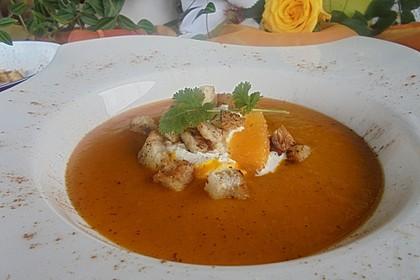 Kürbis-Orangen-Suppe mit Zimt-Croûtons 1