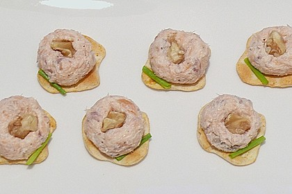 Brotaufstrich mit Räucherlachs und Walnüssen 8