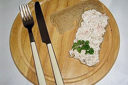 Brotaufstrich mit Räucherlachs und Walnüssen 12