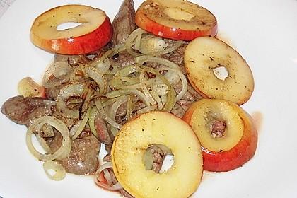 Leber mit Äpfeln und Zwiebeln 17
