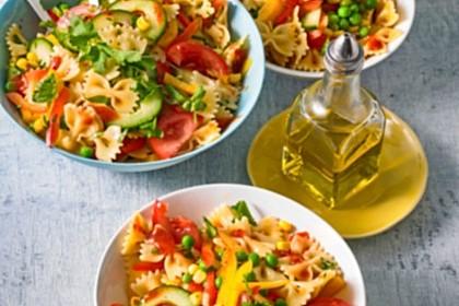 Sommerlicher Nudel - Gemüse - Salat