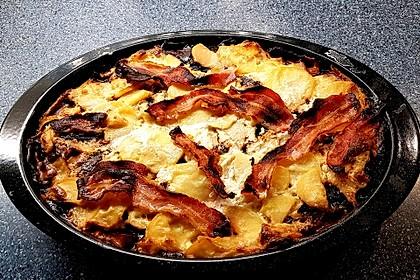 Kartoffelgratin mit Rote Bete und Bacon