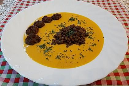 Kürbis-Käse-Suppe mit Hackbällchen und Linsen