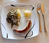 Frische Bratwurst mit Salzkartoffel, Prinzessbohnen und Sauce Béchamel