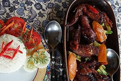 Sayap Ayam asam manis dengan nasi putih ala Hongkong