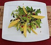 Mango-Avocado-Salat mit Topping (Bild)