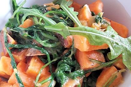 Süßkartoffelpfanne mit Rucola und Parmesan