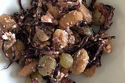 Gnocchi-Rotkohl-Salat mit Feta 2