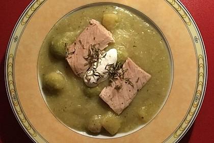 Rosenkohl-Kartoffel-Suppe mit Lachs