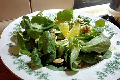 Feldsalat mit Walnüssen, Ziegenfrischkäse und Orangenfilets