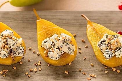 Pochierte Gewürz-Birne mit Blauschimmelkäse