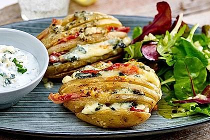 Hasselback-Kartoffeln mit Saint Agur Käse-Dip