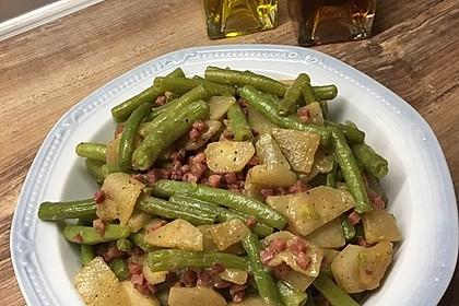 Birnen, Bohnen, Speck-Salat mit Senfdressing